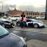 Kárfelvevők álommelója: Aston Martinnal csattant egy Bugatti