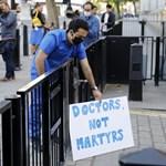 Több mint 1000 brit orvos akarja elhagyni a közegészségügyet amiatt, ahogy a kormány a koronavírus-járványt kezeli