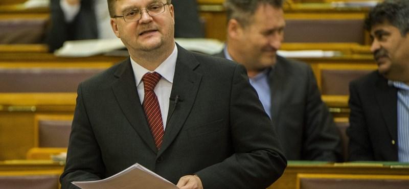 Répássy szerint hazugság, hogy Handó miatt dobta Orbán Viktor