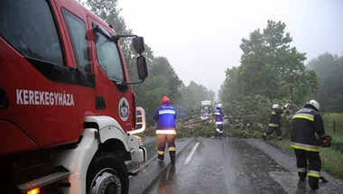 Több mint 270 esethez kellett kivonulniuk a tűzoltóknak a vihar miatt