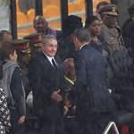 Gyomorforgatónak tartják az Obama-Castro kézfogást