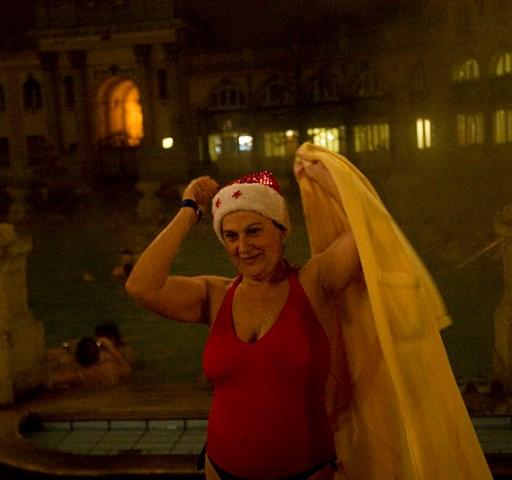 Bikinis bulizók a pesti éjszakában - Nagyítás
