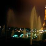 Fényjátékkal várja az Eiffel-torony a szilveszterezőket