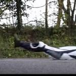 Ennél hitelesebben nehéz tesztelni, mit érez egy motoros, amikor elhasal - videó