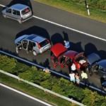 Segélyhívót szereltetne az új járművekbe az Európai Bizottság