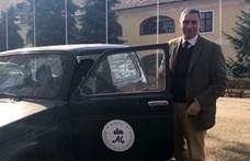 Lázár Jánossal lehet együtt kocsikázni egy Ladában