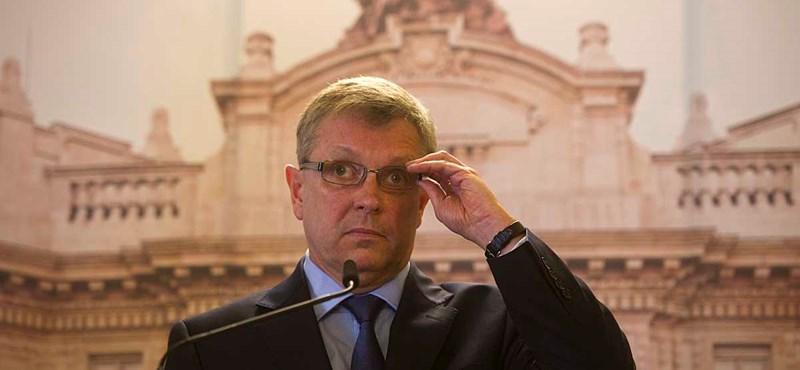 Matolcsy saját válságkezelését dicsérte