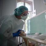Hamarosan véget érhet az egészségügyi dolgozók utazási tilalma