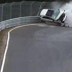Alig kezdődött el a szezon a Nürburgringen, máris történt egy hatalmas baleset – videó