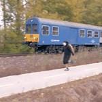 Ott tartunk, hogy gyerekcsigák is felveszik a versenyt a métászalkai vonattal – videó