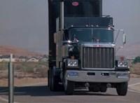 Elhagyatva, egy sivatagi farmon találták meg a Knight Rider KITT teherautóját