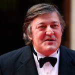 """""""Agyzsibbasztóan unalmas"""" - Stephen Fry kiakasztotta az ünneplő briteket"""