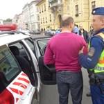 Rendőrök vitték el Botka irodájától a tiltakozó kereskedők képviselőjét
