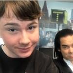 Szétoltották a Twitteren, mert nem tudta, hogy Nick Cave-vel fotózkodott