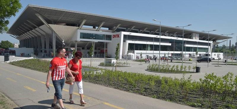 Átadták a DVTK új stadionját. Háromszoros költségek, füttykoncert és vendéggyőzelem
