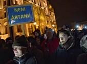 Harmadszor tüntetnek a Kossuth téren - percről percre