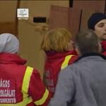 Brutális hoki: szilánkok vágták meg az operatőr arcát – videó
