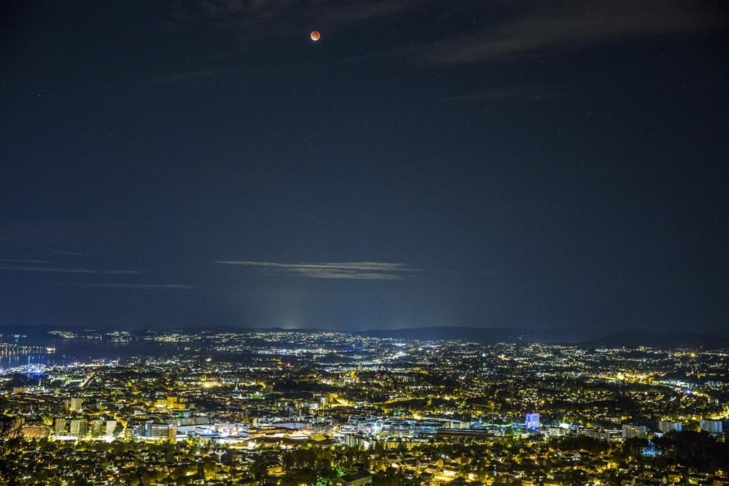 afp.15.09.28. - Oslo, Norvégia: : - holdfogyatkozás, szuperhold