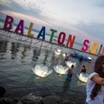 Csókok, pózok, szelfik – így indult a Balaton Sound (fotók)