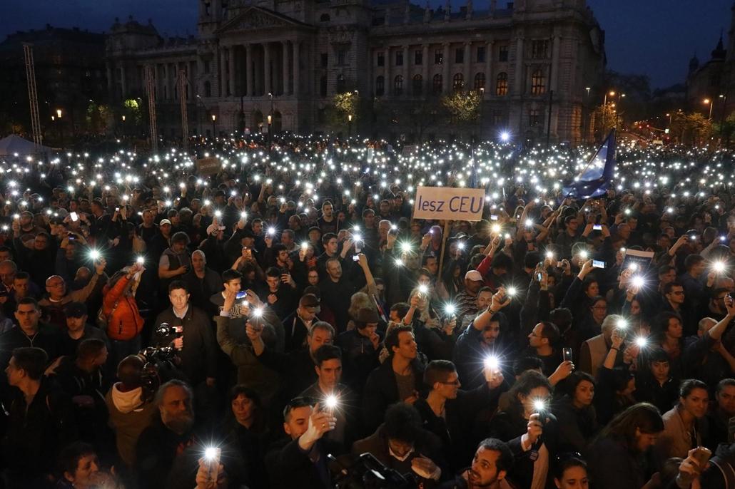 rev.17.04.12. - Hősök vétója - tüntetés a civilek és a CEU ellehetetlenítése ellen