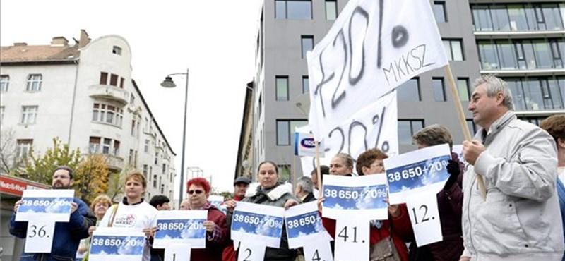 Kormányzati karrierexpón demonstráltak a szakszervezetek