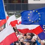Újra ezrek tüntetnek a kormány ellen Varsóban