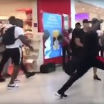 Egymásnak esett két rapper egy párizsi reptéren, több gép is késve indult - videó
