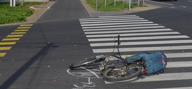 Elgázoltak egy gyerekét szállító biciklis nőt, majd elhajtottak – fotó