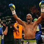 Visszavonták a botrányos bírói döntést: Hopkins maradt a bokszvilágbajnok