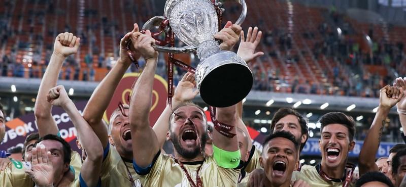 Alighogy megnyerték, rögtön összetörték a trófeát a Zenit focistái