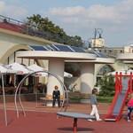 Itt a napelemes játszótér