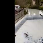 Fehérré vált egy walesi folyó, miután beleborult egy tejszállító tanker