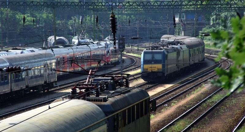 """""""Tárolóvágányokon rohadnak a legjobb vasúti kocsik"""" – felelőtlenséggel vádolják a MÁV-START kocsigazdálkodását"""