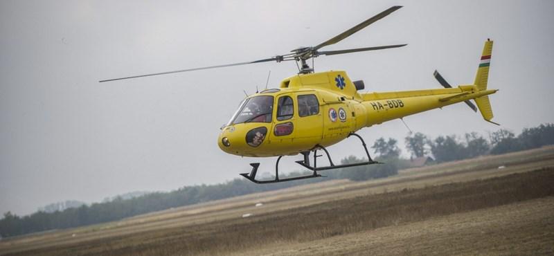 Mentőhelikopterrel vittek kórházba egy motorost