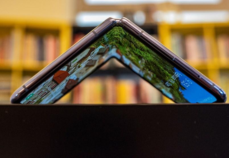 """Félmilliós """"sminktükör"""" a Samsungtól: kipróbáltuk az új Z Flipet"""