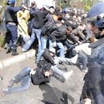 Értéktelenné vált a diploma, tüntetnek az egyetemisták