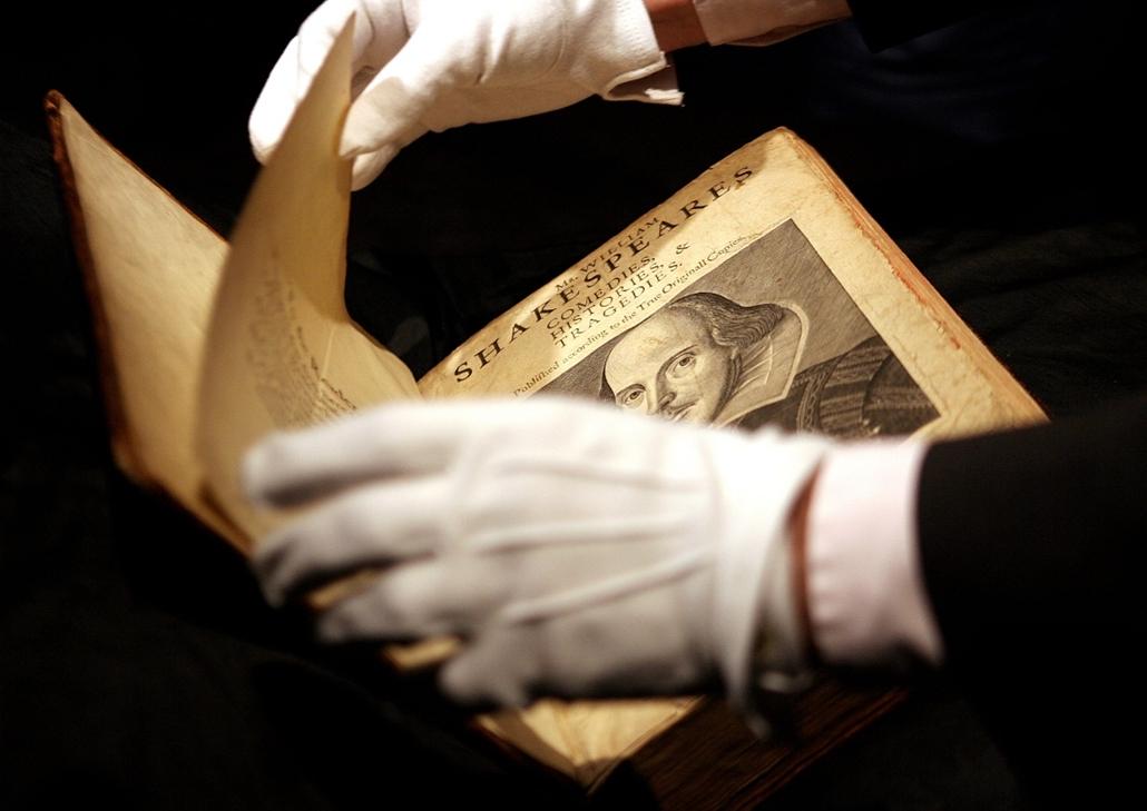 London, 2006. március 30. - az angol irodalom egyik legfontosabb műve, William Shakespeare 1623-ban. - könyv világnapja nagyítás