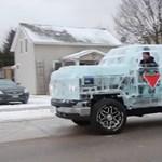 Jégből fabrikáltak működő kisteherautót Kanadában - videó