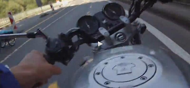 Ekkorát eshet, aki 120-szal motorozik 30-as zónában - videó