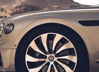 1,5 millióért sokkal szebb Bentley Flying Spurt lehet kapni