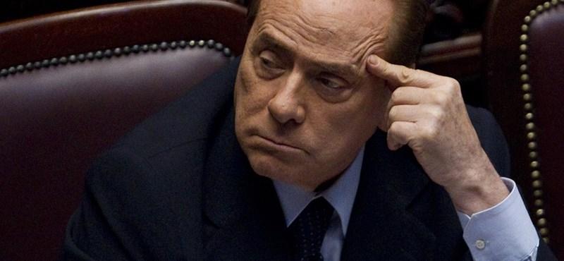 Berlusconi bujkálást javasolt bizalmasának a szexbotrány miatt