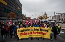 Nácik és antifasiszták vonultak fel Bielefeldben