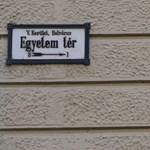 Eltűntek az SZFE-vel szolidaritást vállaló feliratok az ELTE jogi karáról