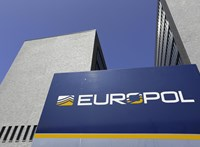 Veszélyes telefonhálózatot üzemeltető bűnözőket kapcsolt le az Europol