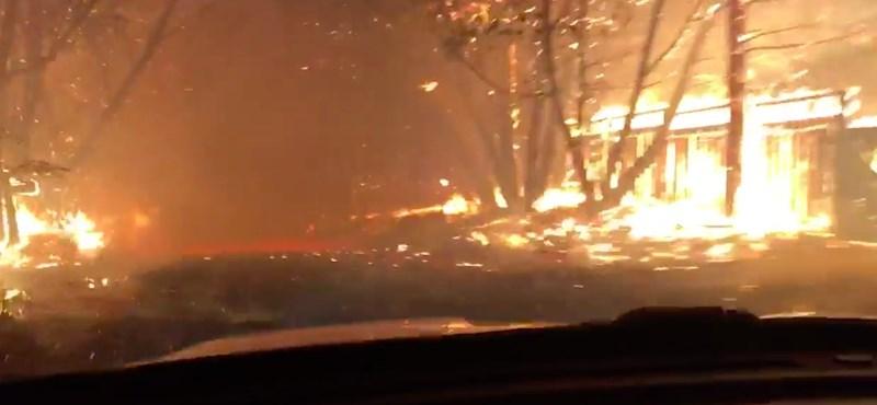 Ilyen lehet a pokolban autózni – rendőrautó hajtott át a kaliforniai tűzvészen – videó
