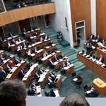 Most bárki vehet magának képviselői széket Ausztriában