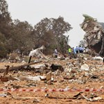 Képek a Tripoliban lezuhant repülőgépről
