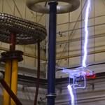 Videó: Ez történik, ha egy villám keresztezi egy drón útját