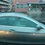 A nap videója: A szirénázó mentő nem érdekelte a budapesti sofőrt