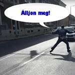 Ön is megijed, ha rendőrt lát az úton? Pedig egyszerű, hogy melyik jelzése mit jelent